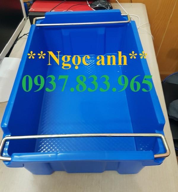 Thùng nhựa đặc có quai sắt tại hà nội , khau nhựa A2, khay nhựa quai sắt