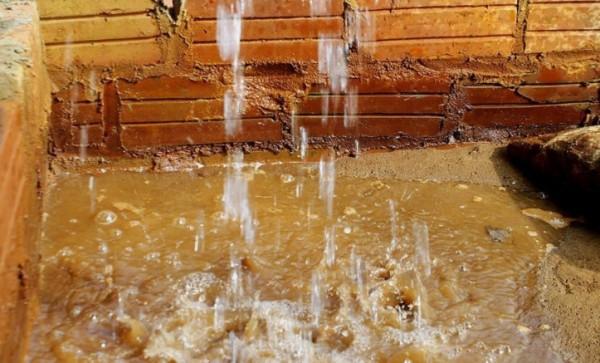 Tìm hiểu 4 mẹo xử lý nước nhiễm phèn hiệu quả