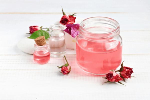 Tìm hiểu quá trình kỳ diệu tạo ra tinh dầu hoa hồng