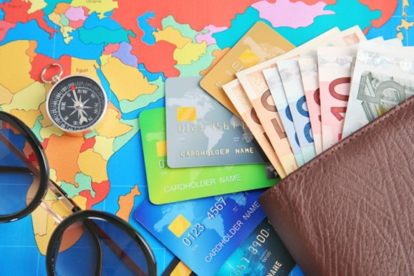 Tìm hiểu xem những vật dụng gì có thể để vào ví
