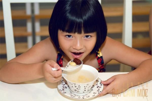 Tổ yến sào dành cho trẻ biếng ăn