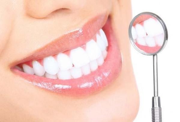 Trắng răng bằng cà chua phương pháp tẩy trăng răng tự nhiên