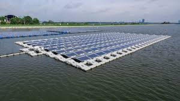 Triển khai dự án sản xuất điện mặt trời trên hồ thủy lợi
