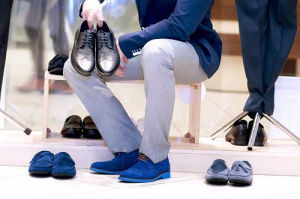 Trời trở nồm khiến quần áo giày dép có mùi ẩm mốc khó chịu