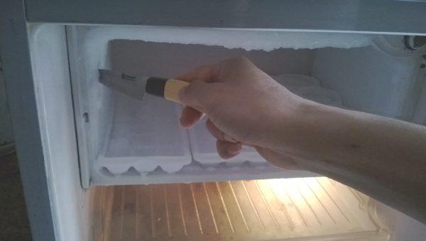 Tủ lạnh bị đóng tuyết quá dày sẽ gây khó khăn cho việc giữ đồ
