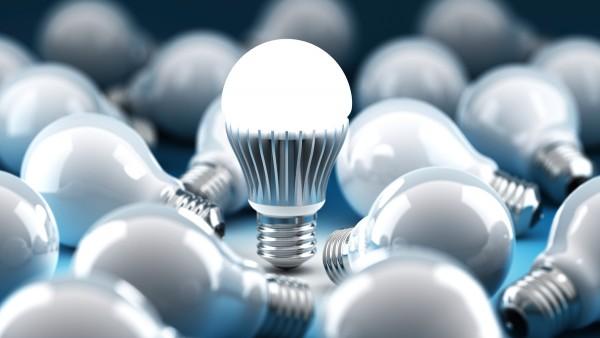 Ứng dụng đèn tiết kiệm điện năng compact ánh sáng đỏ trong sản xuất thanh long