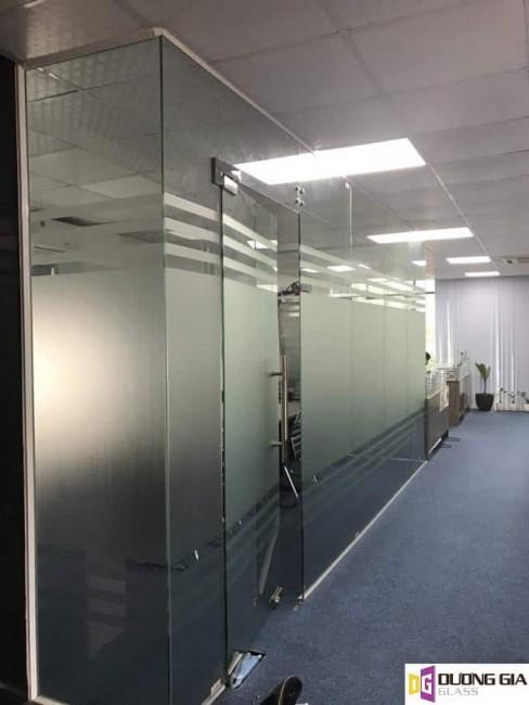 Vách kính văn phòng Dương Gia Glass