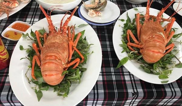 Vào mùa hè, hải sản trở thành món ăn được nhiều người lựa chọn