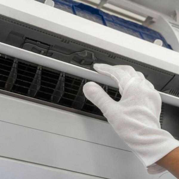 Vệ sinh máy lạnh cho showroom