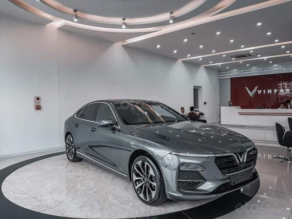 VinFast Lux A2.0 Full xám năm 2020