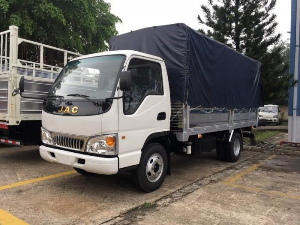 xe tải jac 2t4 thùng mui bạt giá tốt -hỗ trợ trả góp 70% alo 0357764053 Mr Trí