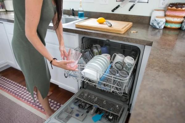 Xử lý máy rửa bát có mùi hôi bên trong tại nhà